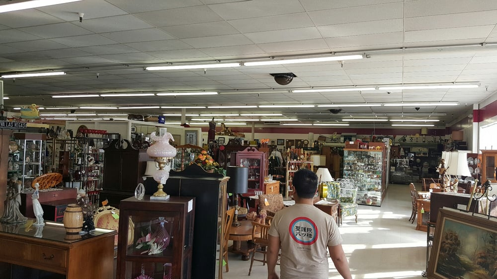 Plaza Antiques & Collectibles: 2621 Dix Hwy, Lincoln Park, MI