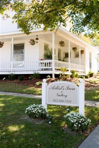 Artist's Inn & Cottages: 592 S Summit St, French Lick, IN