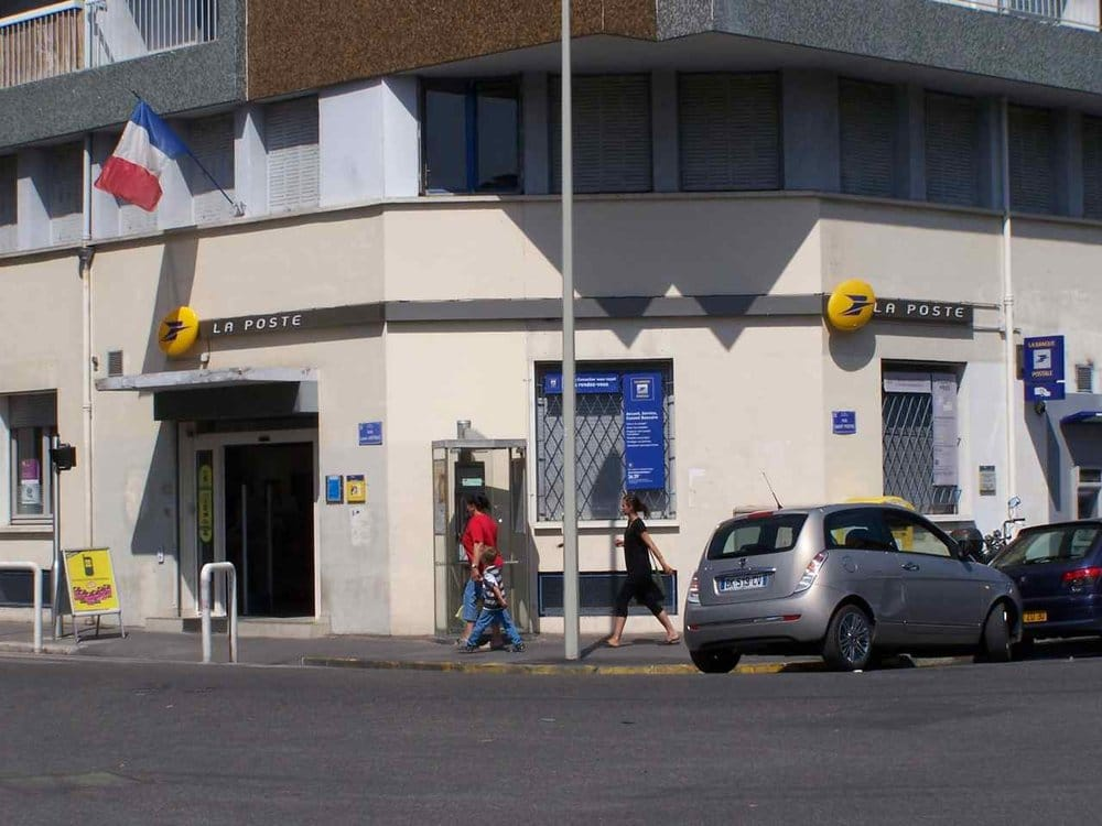 La poste post offices 65 rue louis astruc la for Bureau de poste marseille 13