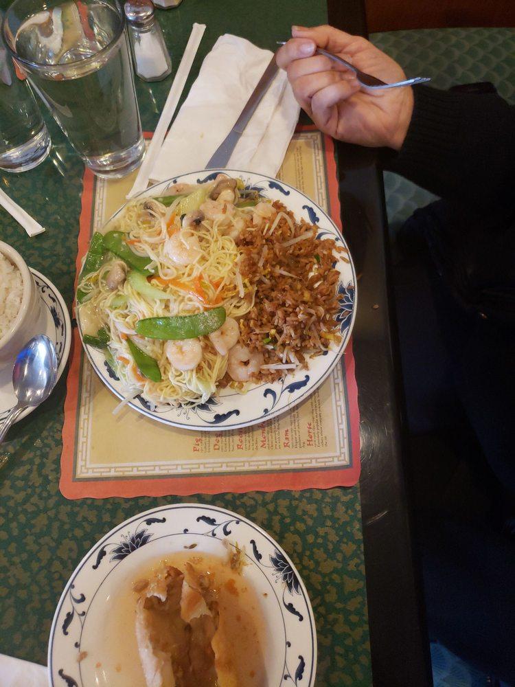 Wing Wah Chinese Restaurant: 15138 E 13 Mile Rd, Warren, MI