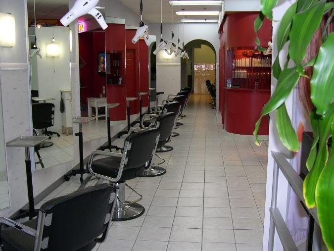 Hair Cutter In The Meadow 33 Fotos E 32 Avalia 231 245 Es