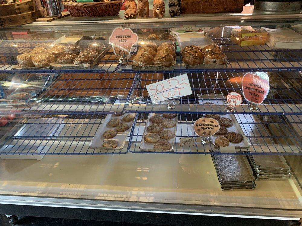 Pines Village Bakery-Pizzeria: 54362 Rd 432, Bass Lake, CA