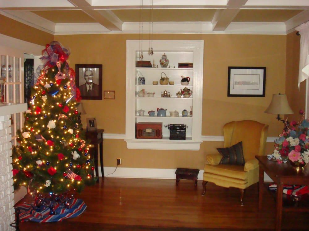 The Bailey House Bed & Breakfast: 201 E Main St, Elm City, NC
