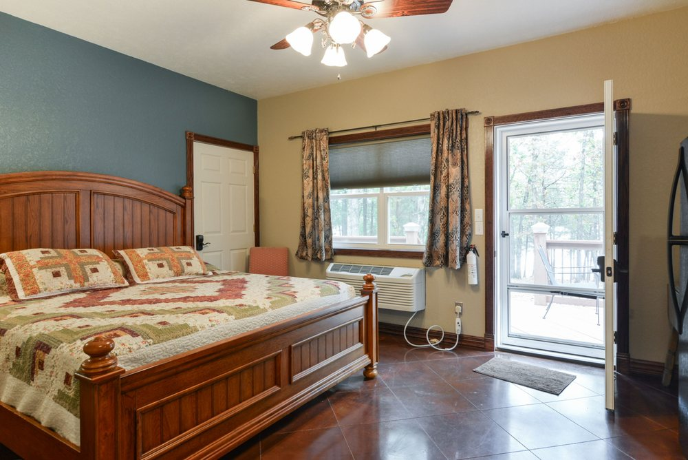 Quail Cove Resort: 218 Quail Cove Ln, Shell Knob, MO