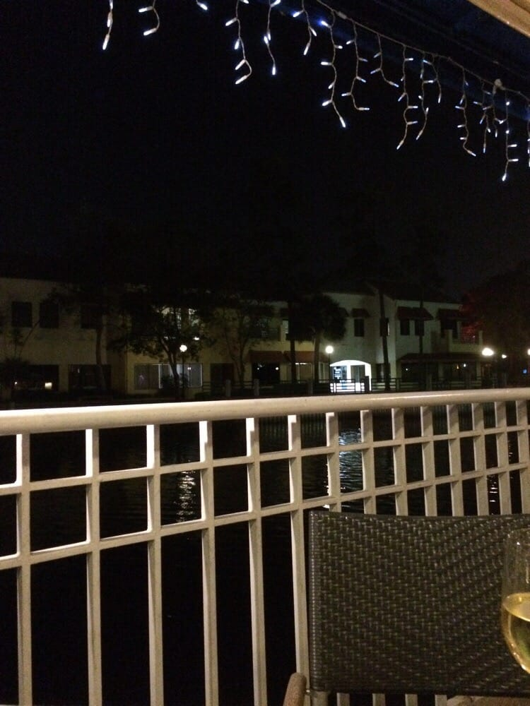 Seating outside very nice food is very good service for City fish market boca raton