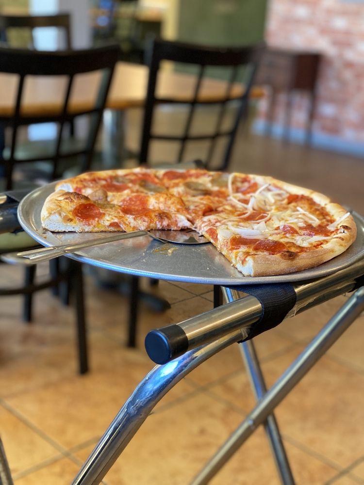 Queenstown Pizzeria: 7104 Main St, Queenstown, MD