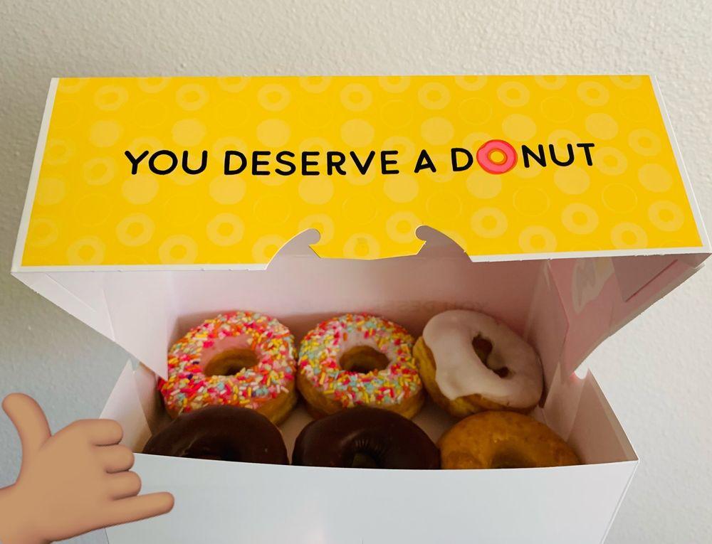 Donut Palace: 2309 S 4th St, Leavenworth, KS