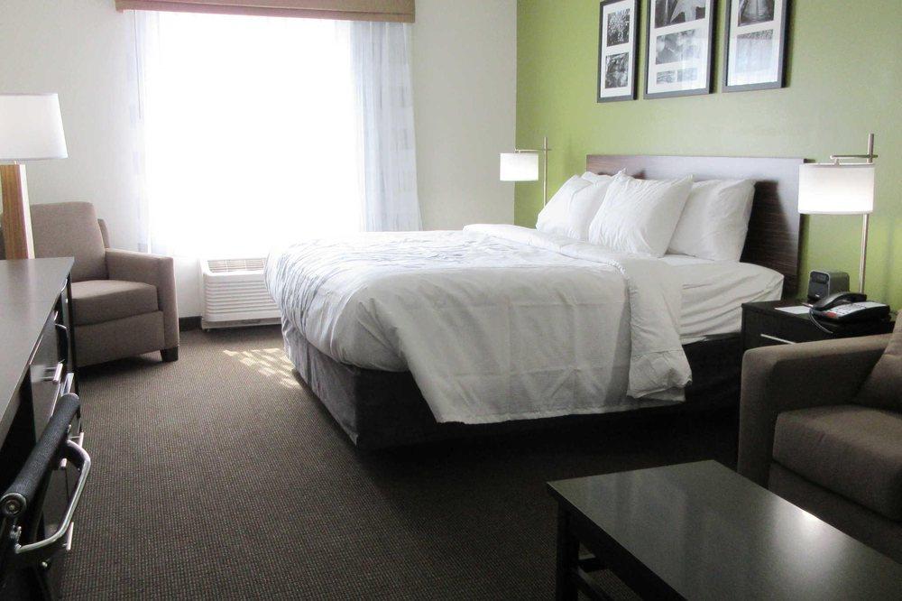 Sleep Inn & Suites: 1605 Harley Davidson Blvd, Columbia, TN