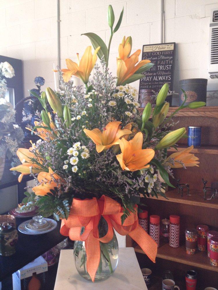 The Bouquet Shoppe: 408 Morgantown Rd, Bowling Green, KY