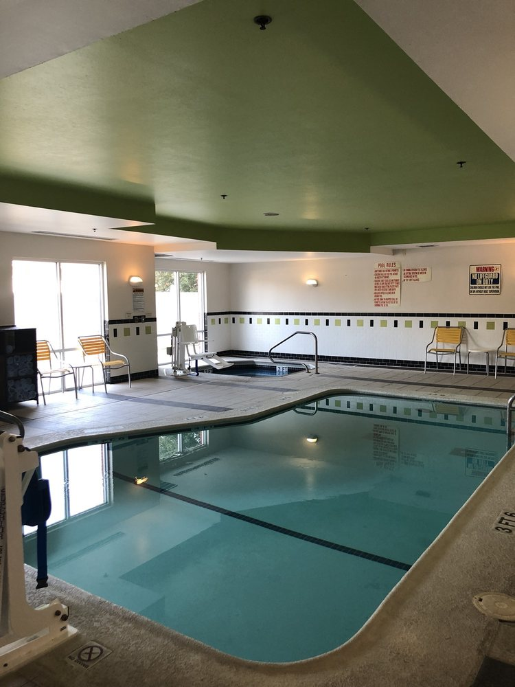 Fairfield Inn & Suites: 1319 E King Ave, Saint Marys, GA