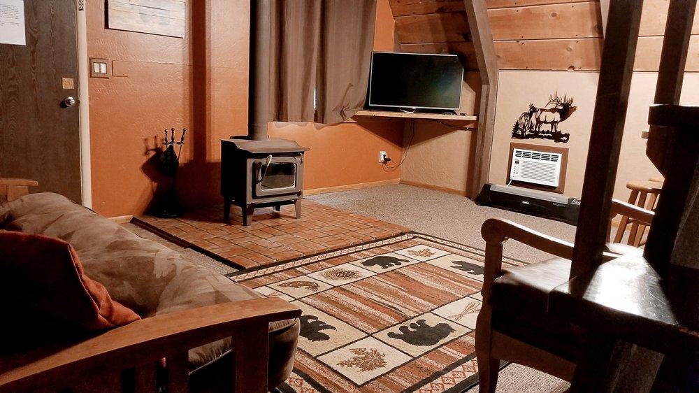 Cabins on Strawberry Hill: 5306 N Highway 87, Strawberry, AZ