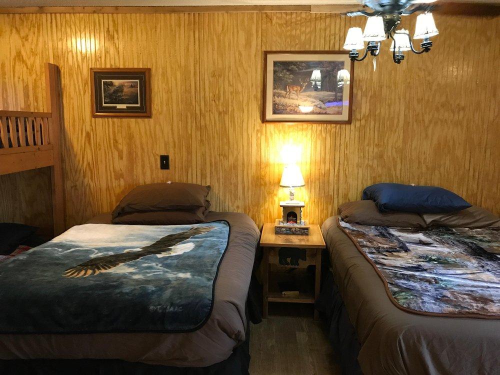 Best Bear Lodge & Campground: 10642 N Merrillville Rd, Irons, MI