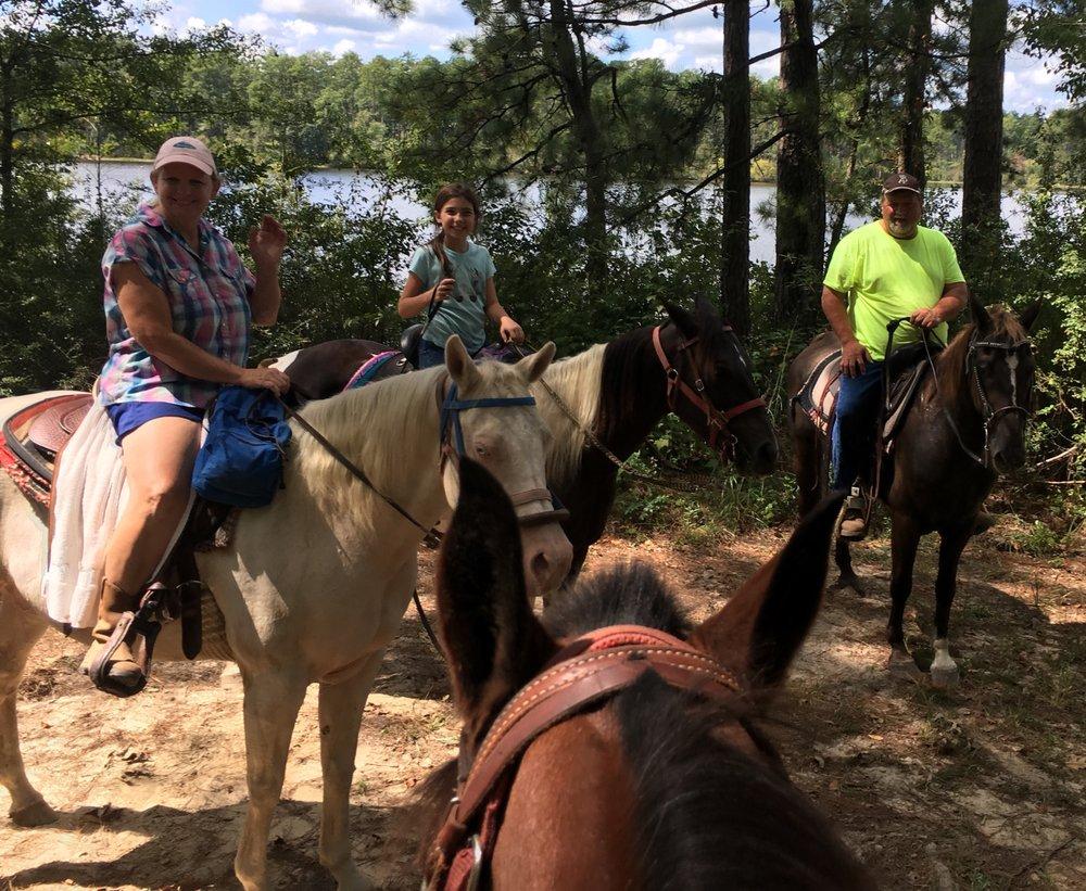 Horserideforfun.com: 1216 Parkway Dr, Wiggins, MS