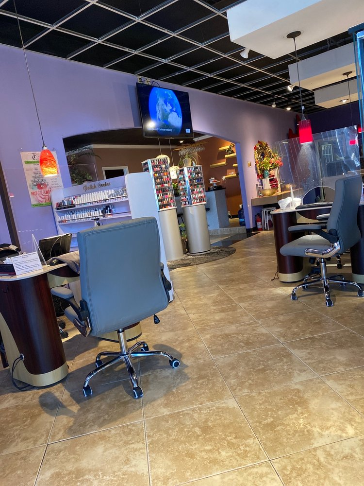 McQueen Nails And Spa: 229 E Chickasaw Ave, McAlester, OK
