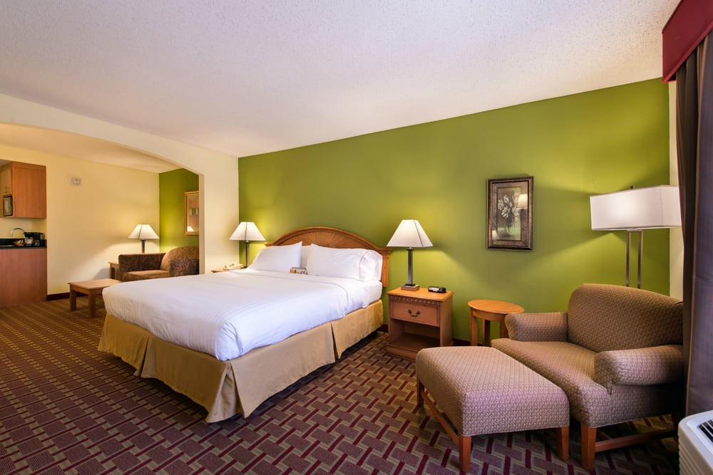 Holiday Inn Express & Suites Tampa-Anderson Rd/Veterans Exp: 9402 Corporate Lake Dr, Tampa, FL