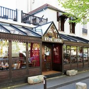 Khun Akorn - Paris, France. Khun-Akorn