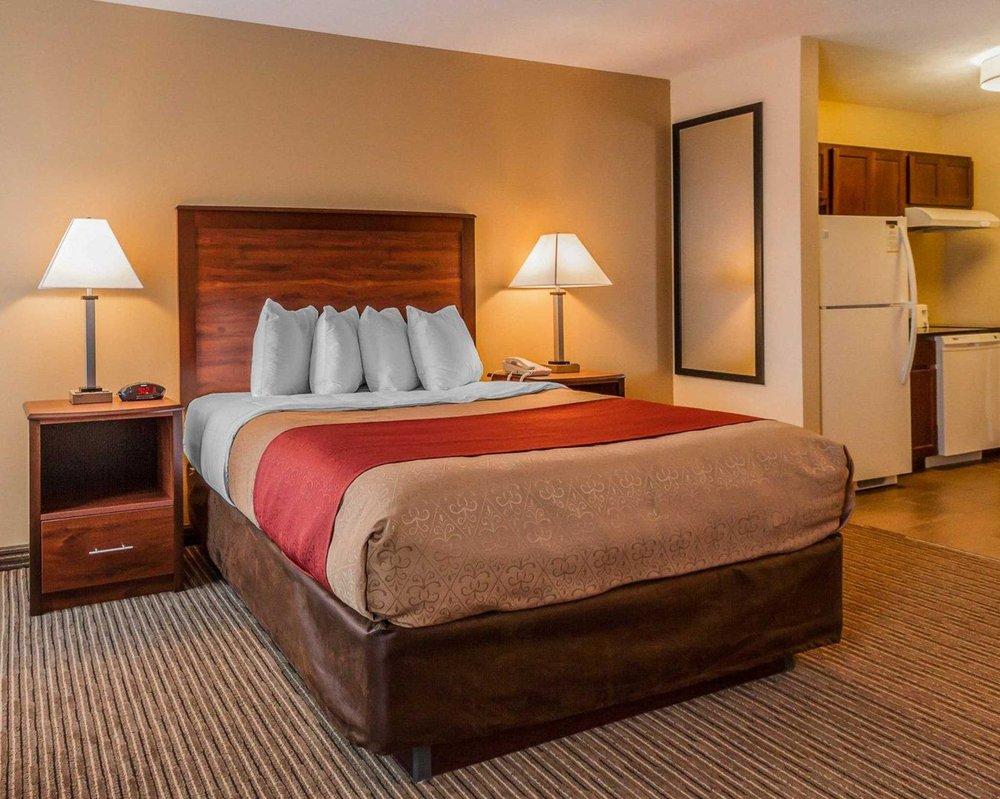 MainStay Suites: 3051 S Locust St, Grand Island, NE