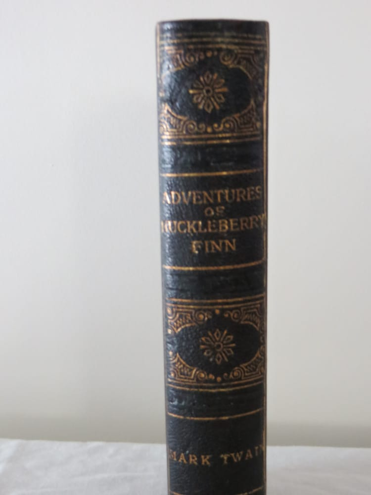 Craft Book Binding: 518 James K Polk St, Clifton, TN