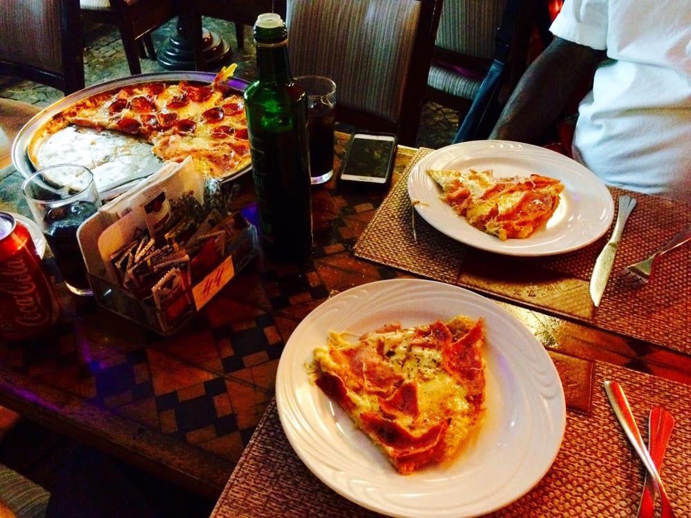 Pizzaria guanabara 12 fotos e 19 avalia es pizza av for Miroir nightclub rio