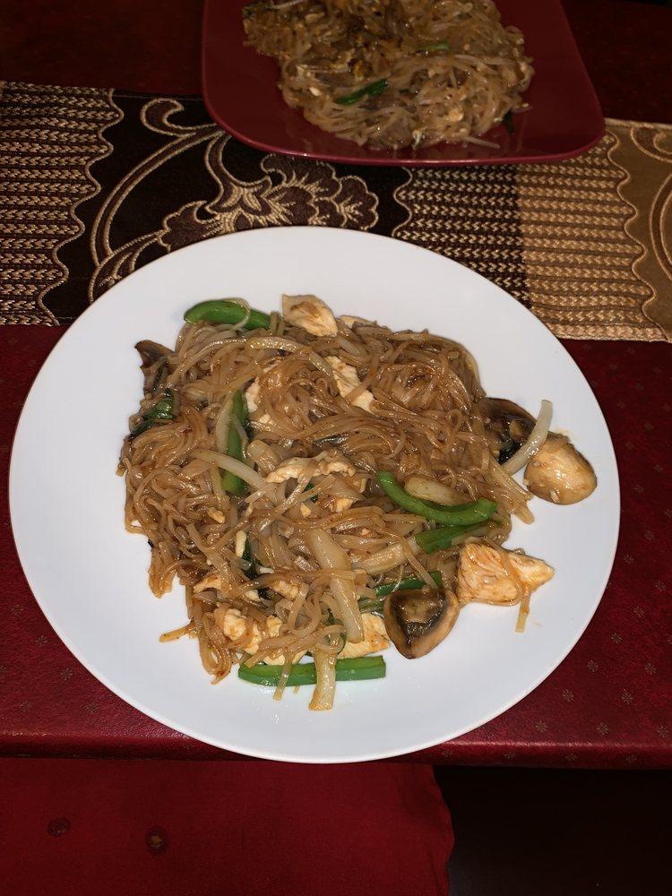 Twist On Thai Cafe: 430 River Styx Rd, Hopatcong, NJ