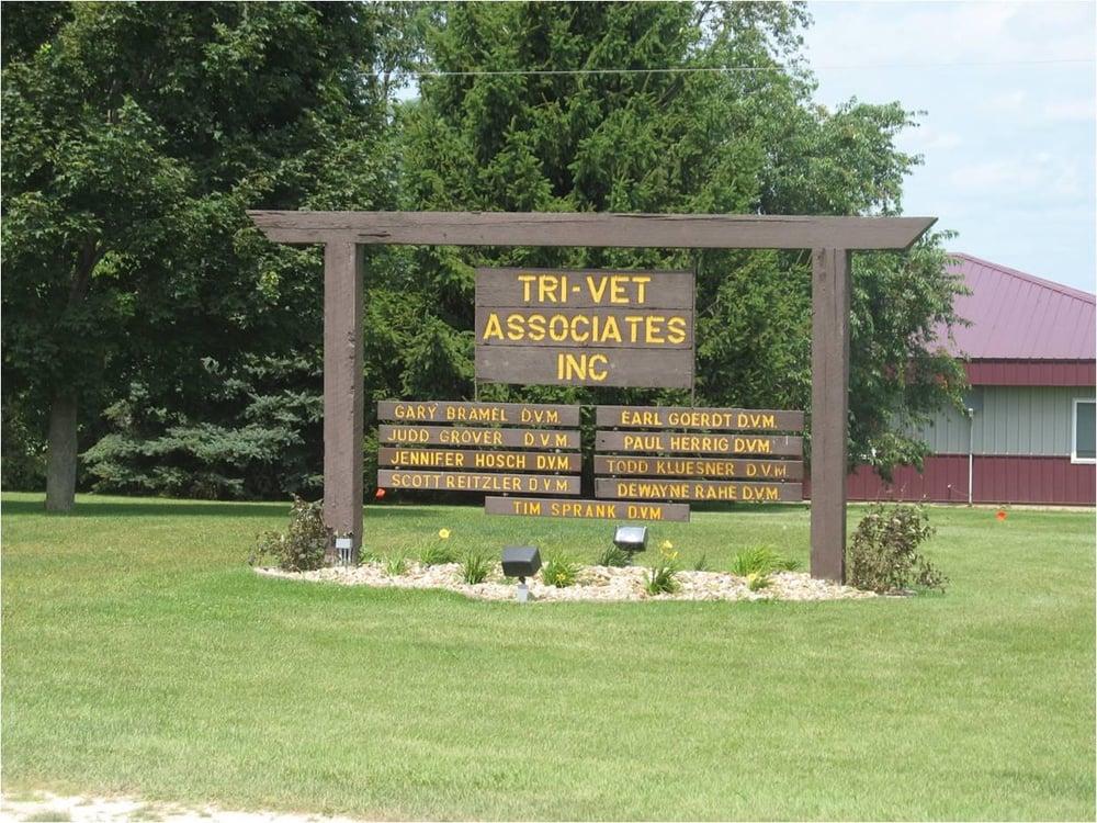 Tri-Vet Associates: 902 1st St N, Farley, IA