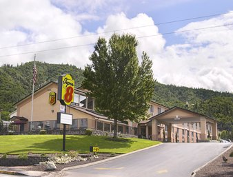 Super 8 by Wyndham Grants Pass: 1949 NE 7th St, Grants Pass, OR
