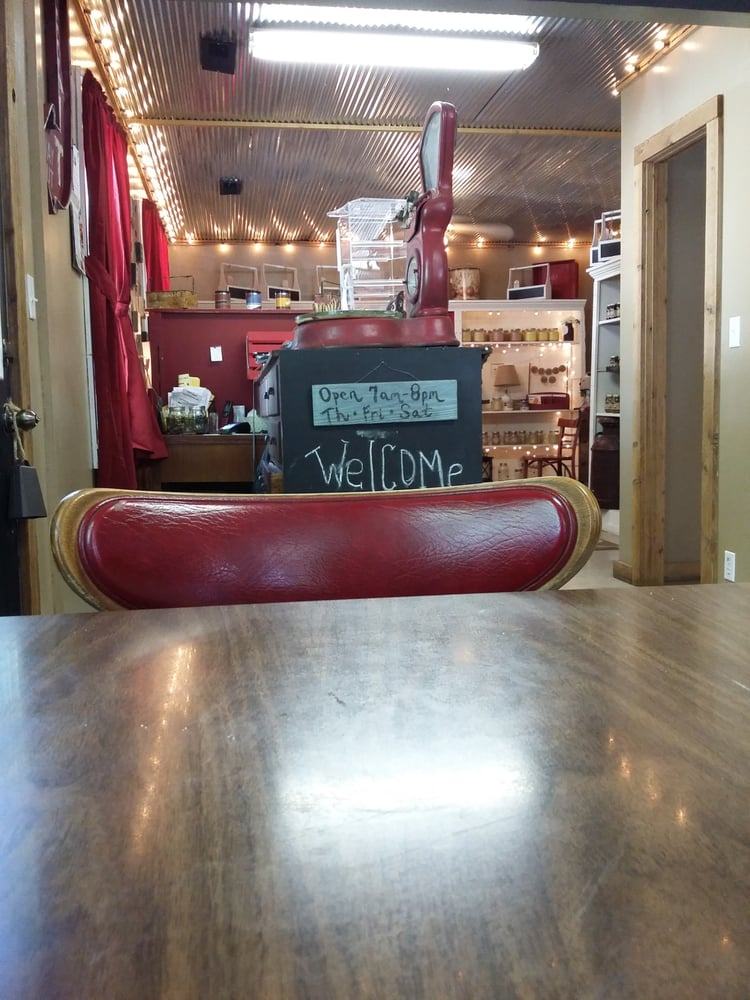 Rt 32 Cafe And Gift Shop: 2131 Hwy 32, Halfway, MO