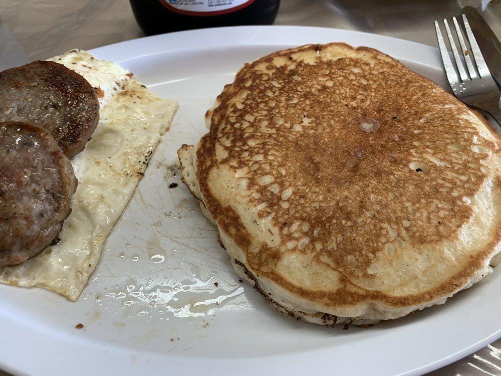 Dutchess Creek Marina Cafe: 428920 Texanna Rd, Porum, OK