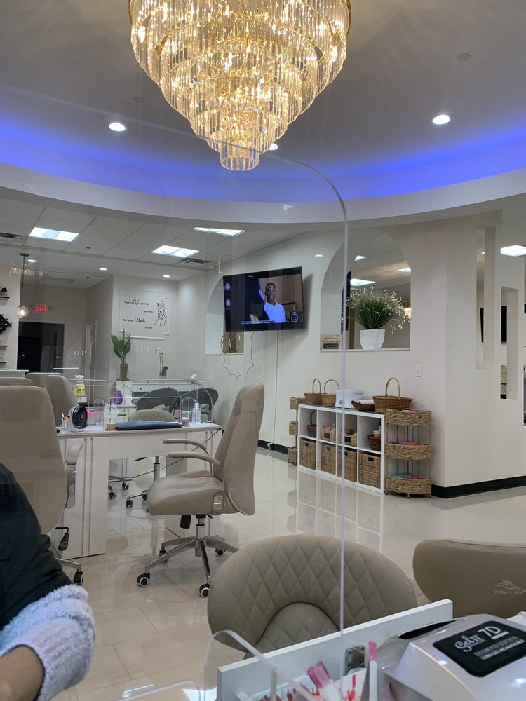 Four Seasons Nails: 1688 Clarkson Rd, Town and Country, MO