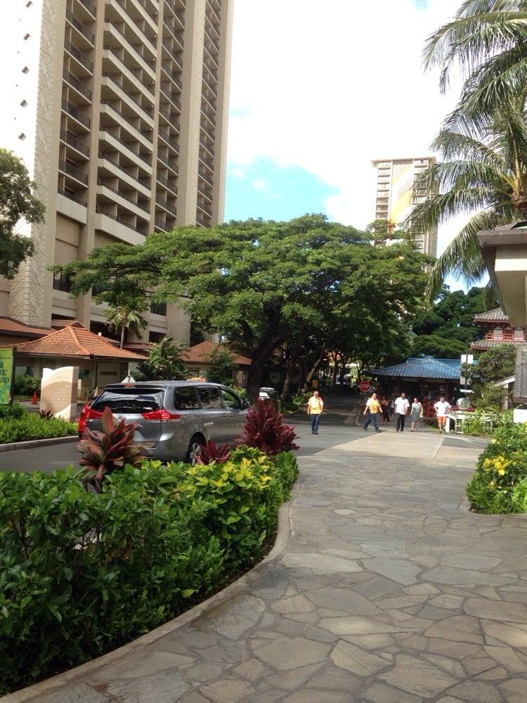 Hilton Hawaiian Village Waikiki Beach Photo Gallery: Drive Thru Entrance (9/9/14)