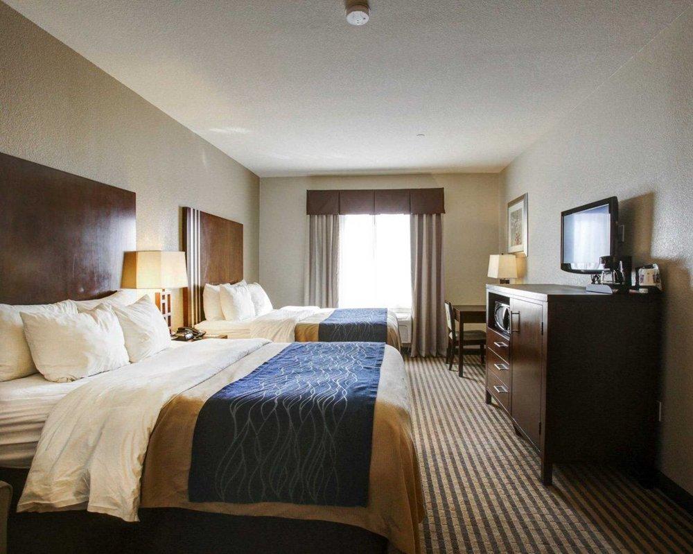 Comfort Inn & Suites: 9345 State Hwy 6, Navasota, TX