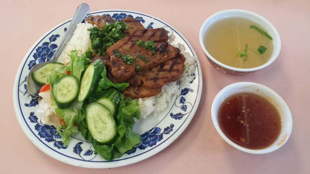 Fried Pork Chop on Steam Rice ($7)  Good stuff, you can't go wrong