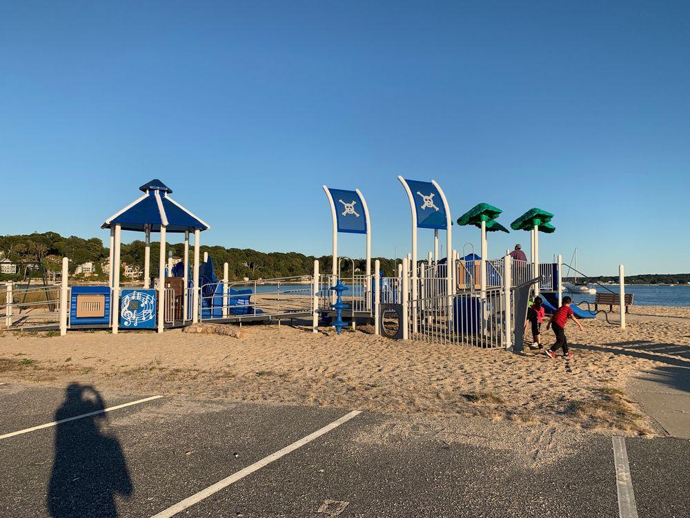 Hobart's Beach: 1 Birmingham Dr, Northport, NY