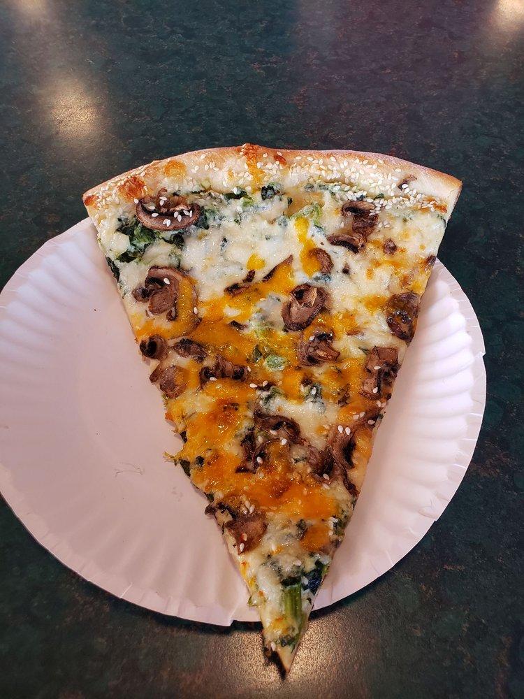 Vinnie's New York Pizzeria: 516 E State Rte 89A, Cottonwood, AZ