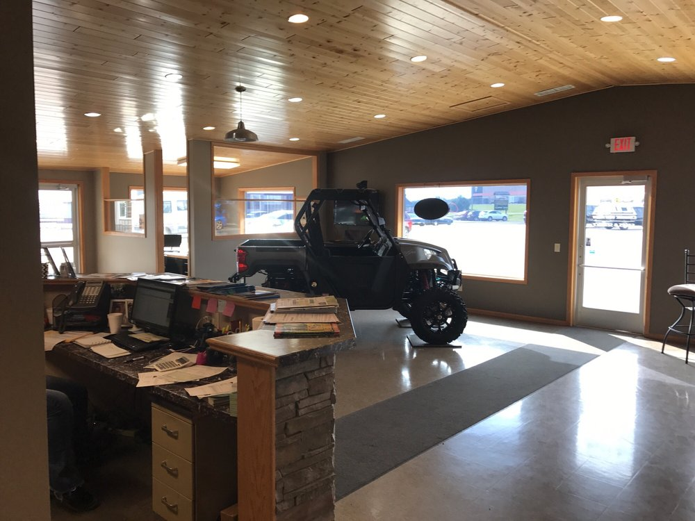 College Way Auto Sales & Service: 1796 College Way, Fergus Falls, MN