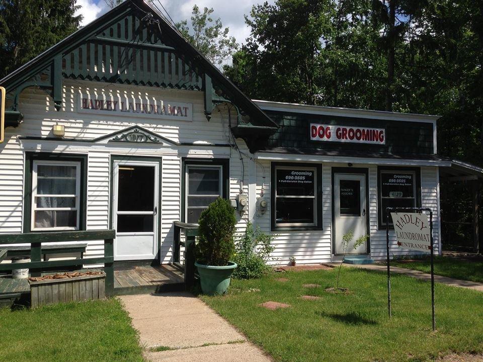 Parker's Pooches: 4129 Rockwell St, Hadley, NY