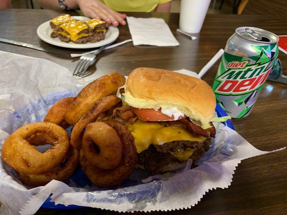 Corner Cafe: 214 Hamilton Ave, Augusta, KY