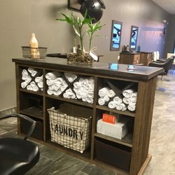 Tall Blonde Hair Studio - Salons de coiffure - 299 The Queensway S ...