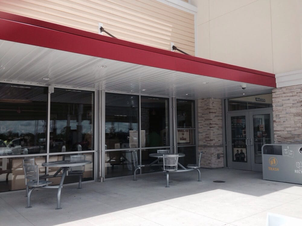 Nice outdoor seating area to enjoy their delicious sandwiches yelp for Wawa winter garden fl