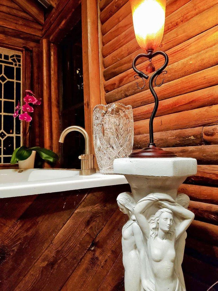 The Love Lodge: Lithia, FL