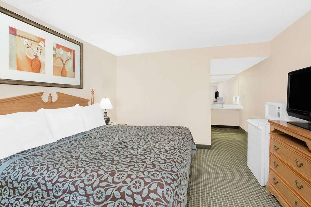 Days Inn by Wyndham Attalla: 801 Cleveland Avenue, Attalla, AL