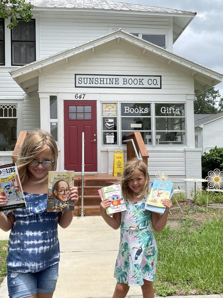 Sunshine Book: 647 Lake Ave, Clermont, FL