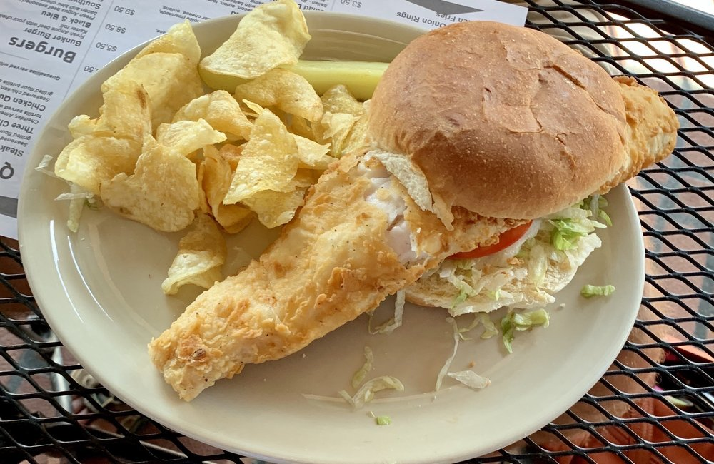 Bunkers Sports Bar & Grill: 893 E National Rd, Vandalia, OH