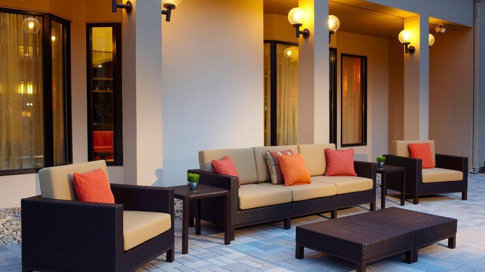 Courtyard by Marriott Bettendorf Quad Cities: 895 Golden Valley Drive, Bettendorf, IA