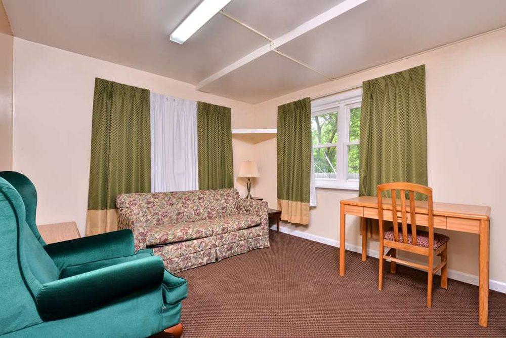 Americas Best Value Inn Jonesville Hillsdale: 516 West Chicago Street, Jonesville, MI