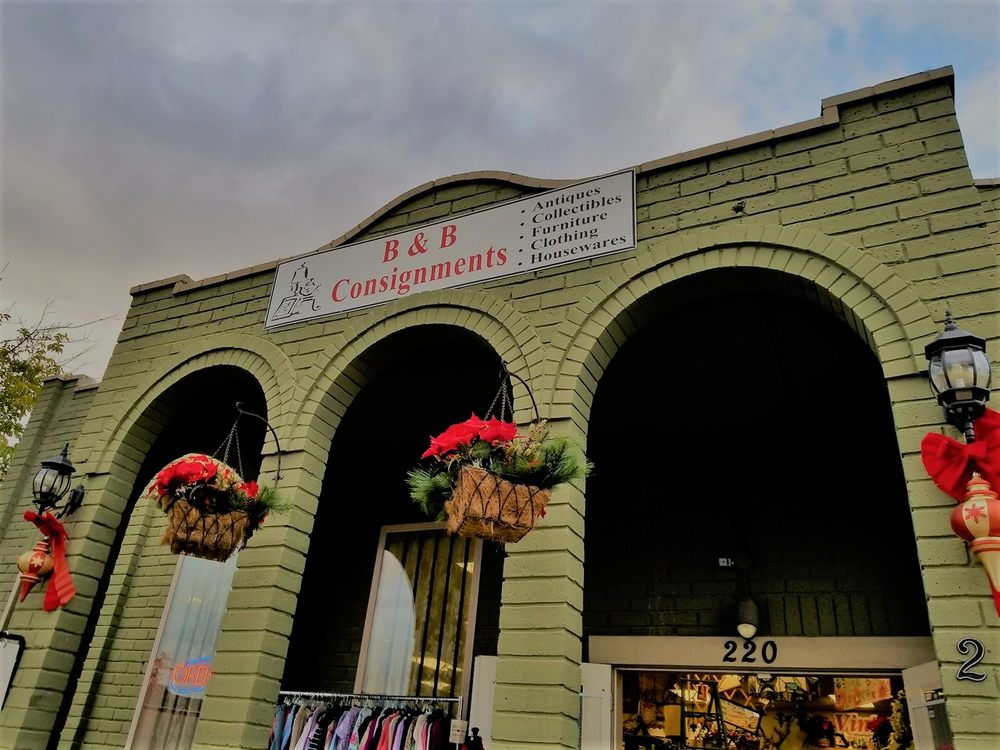 B & B Consignments & Boutique: 220 N Main St, Manteca, CA
