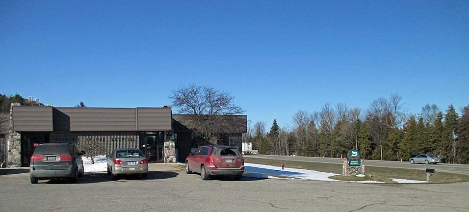 Jensen's Animal Hospital: 4041 Charlevoix Ave, Petoskey, MI