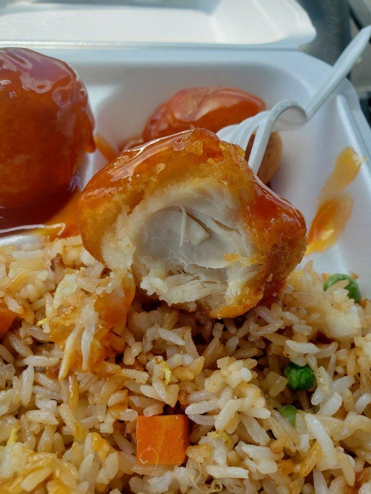 Lee's Kitchen Chinese & Thai Cuisine