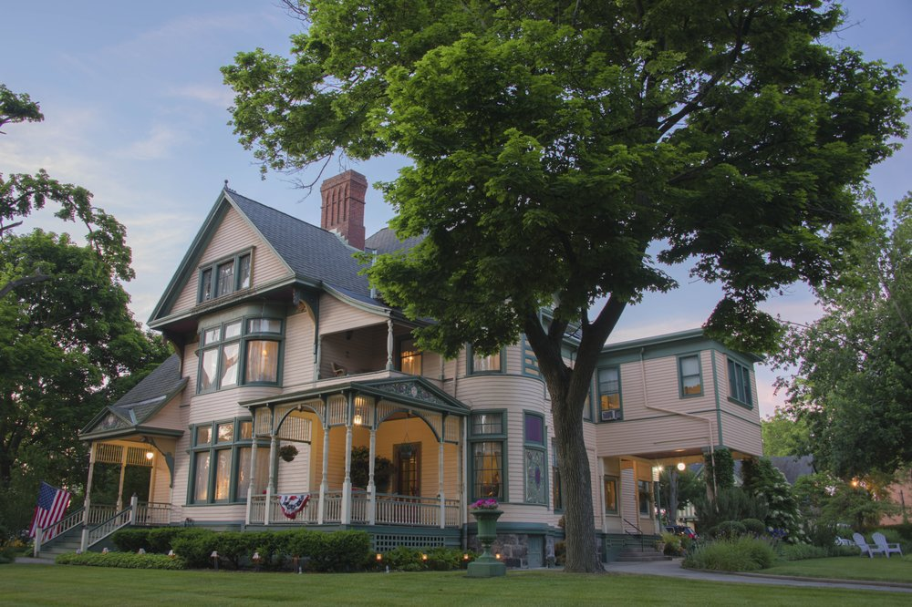 The Oliver Inn Bed & Breakfast: 630 W Washington St, South Bend, IN