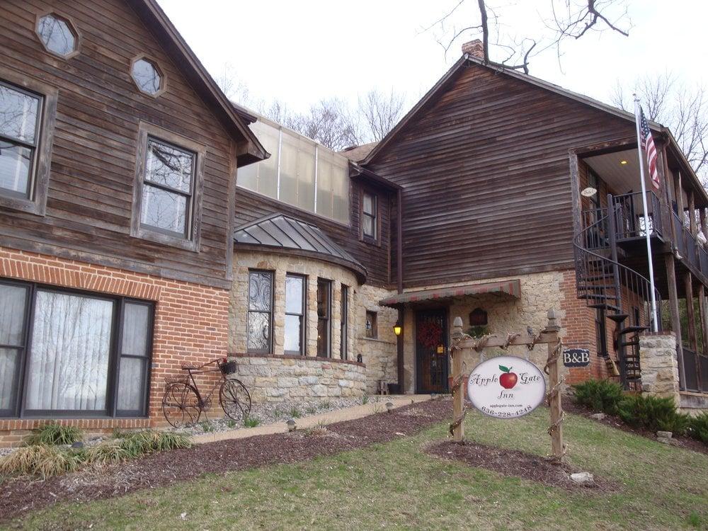 Apple Gate Inn: 5549 Main St, Augusta, MO